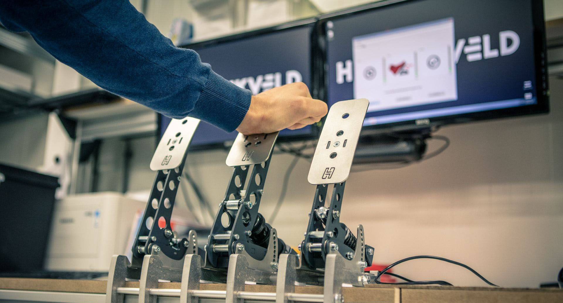 shop.gperformance.eu - Heusinkveld Sprint simracing eSports pedals - testing - G-Performance